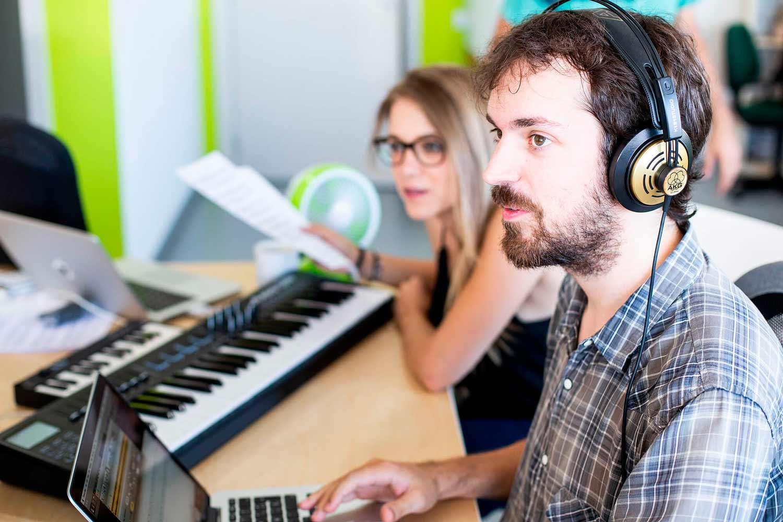 Gemma P. y Marc S. - Transcriptores profesionales de música